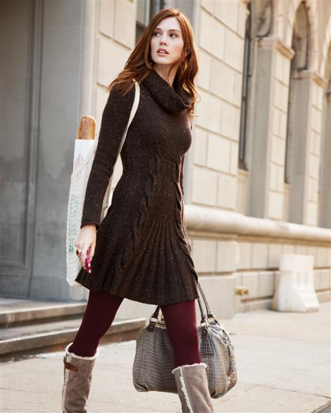 Best Outfits for Leggings. A long vest helps dress up a leggings outfit and pairs particularly well with boots and a major statement necklace. Shop Leggings. Pair Leggings with Long Sweaters. Almost any kind of a long sweater works over women's leggings. Choose a bulky cardigan, a forgiving fuzzy knit pullover, a wide trapeze-line sweater.
