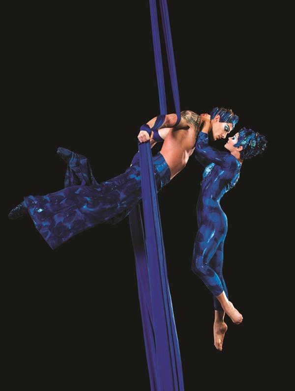 Cirque Pasa de Deux