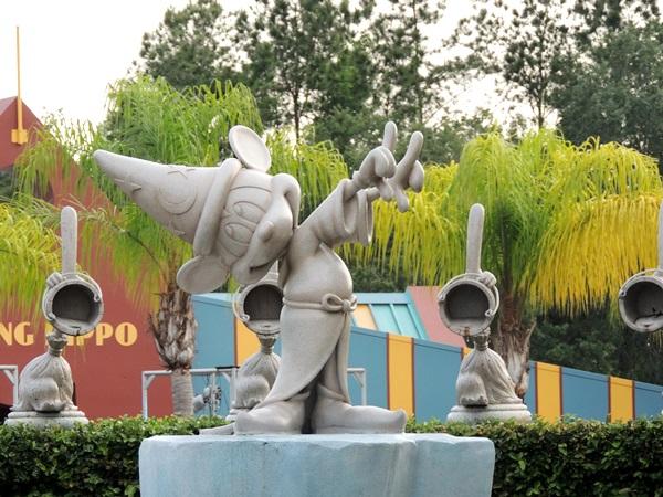 Disney Social Media Moms Fantasia Gardens Mickey