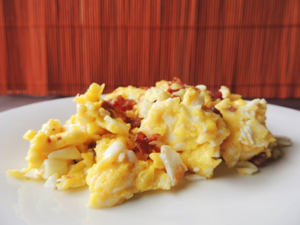 Easy Scrambled Eggs With Bacon Recipe