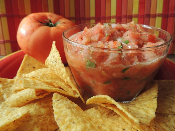 Easy & Fresh Garden Tomato Salsa Recipe