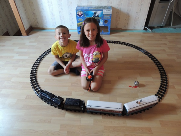 Lionel Train Polar Express Set Review