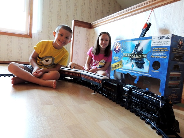 Lionel Train Polar Express Set