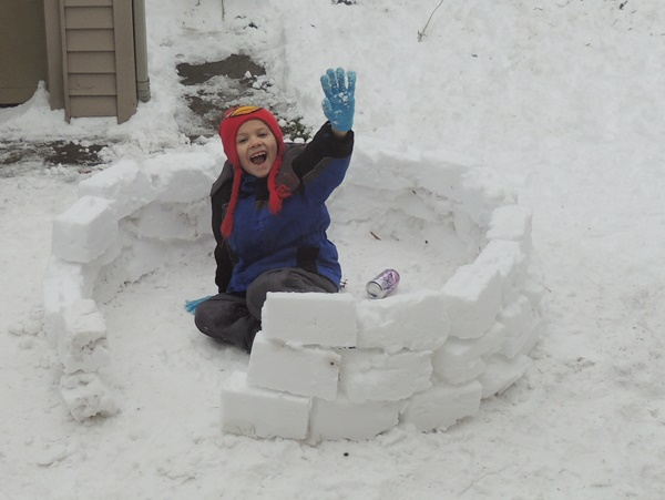 Building a Snow Fort Fun