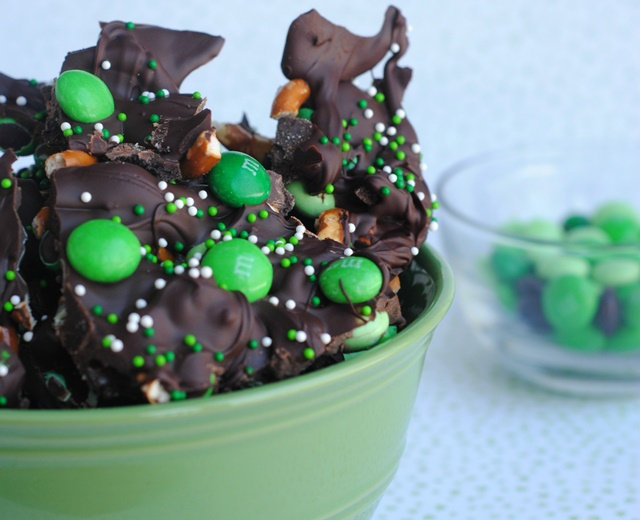 ST. Patrick's Day Chocolate Mint Bark Recipe