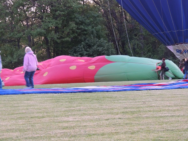 Chagrin Falls Balloon Glow Getting Ready