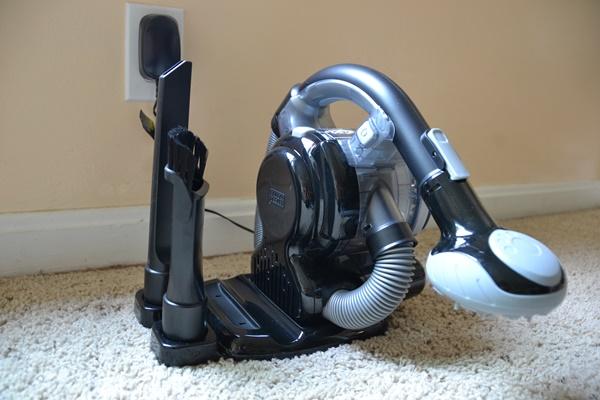 Black & Decker Lithium Battery Handheld Vacuum Charging