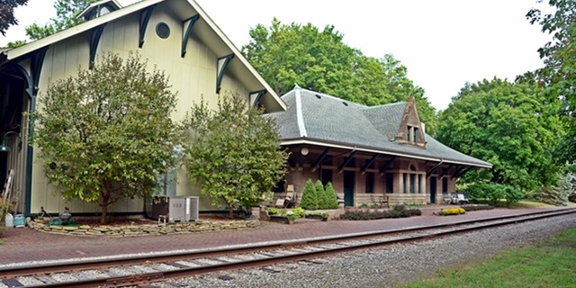 Old Train Station Converted To Beautiful Bed & Breakfast: Rooms At Grayfield Review