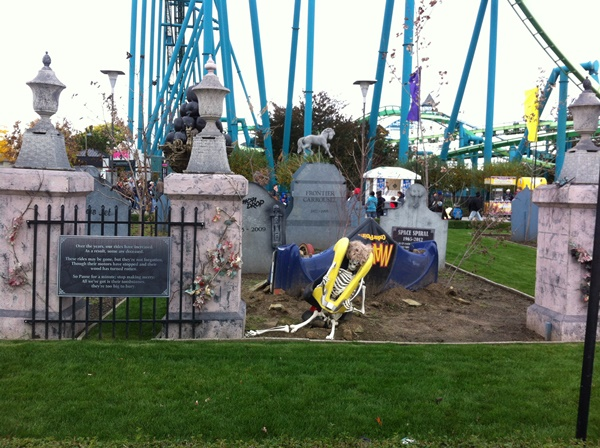 Halloweekends Old Ride Graveyard Mantis
