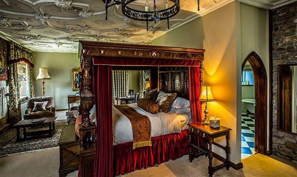 Thronbury Castle Room