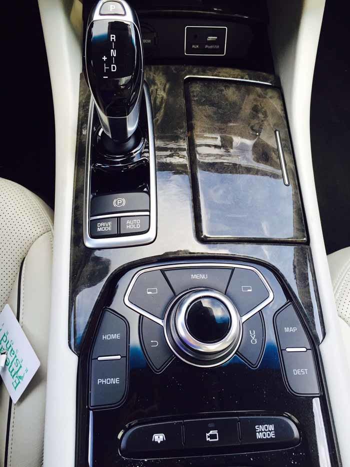 Kia K900 Center Front Seat