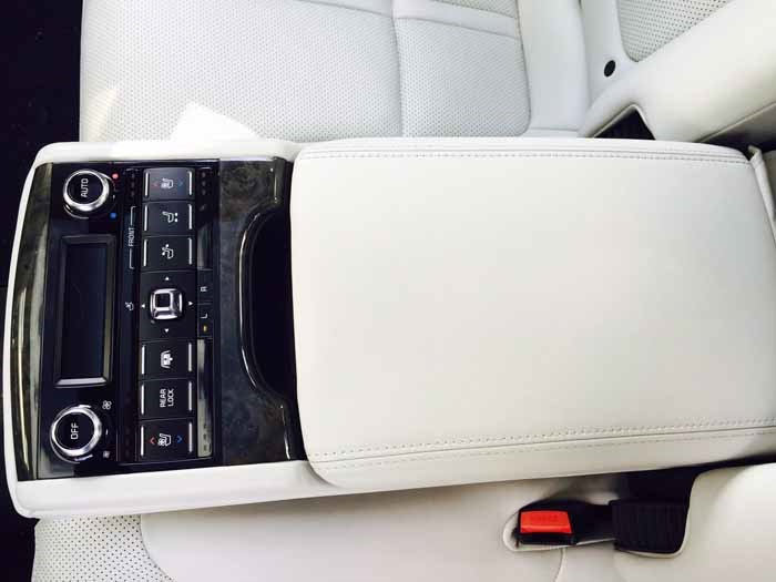 Kia K900 Backseat Center Controls