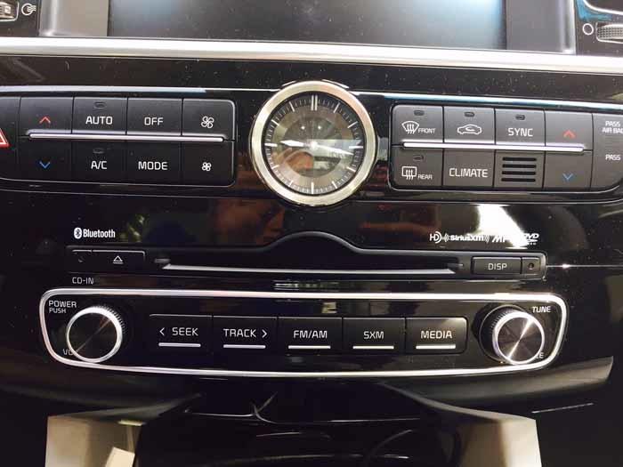 Kia K900 Climate & Radio Controls