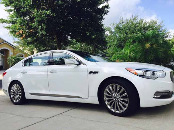 Kia K900 Luxury Sedan Review