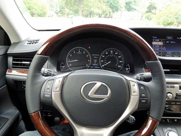 Lexus ES 350 Driver's View