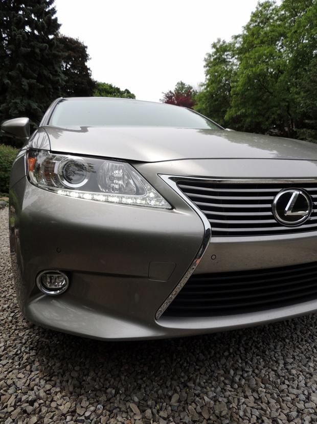 Lexus ES 350 Front Side
