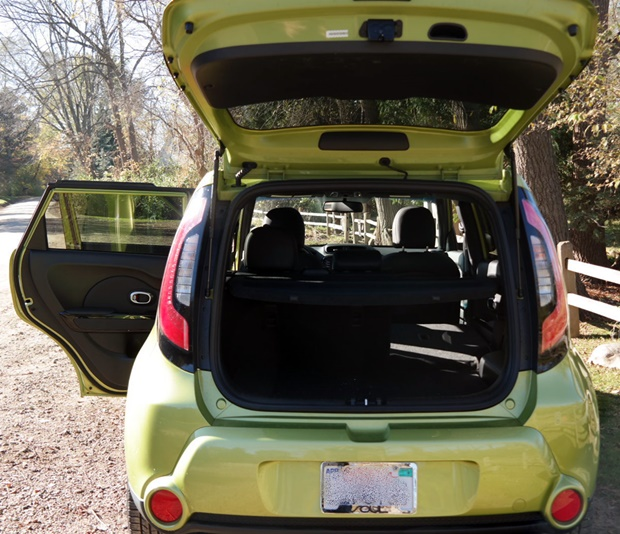 the new way to roll why we love the kia soul. Black Bedroom Furniture Sets. Home Design Ideas