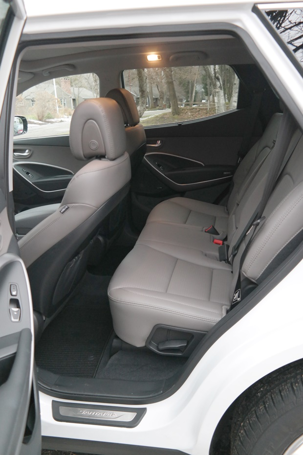 an affordable family friendly suv the hyundai santa fe. Black Bedroom Furniture Sets. Home Design Ideas