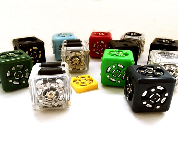 Great Gift Idea For Kids – CUBElets Magnetic Blocks That Combine To Build Creative Robots